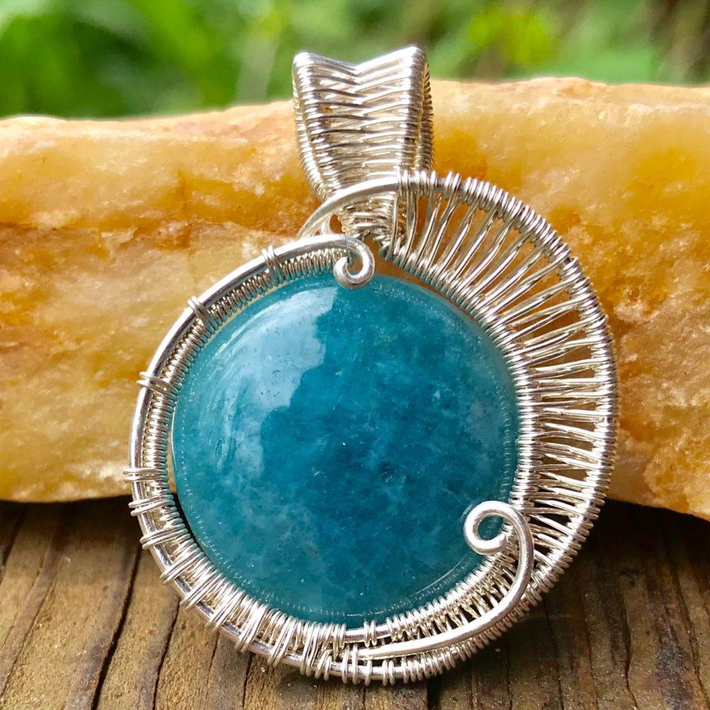 round-aquamarine-gemstone-wire-wrap-necklace-front