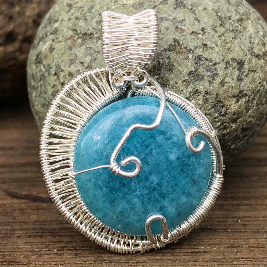 round-aquamarine-gemstone-wire-wrap-necklace-back