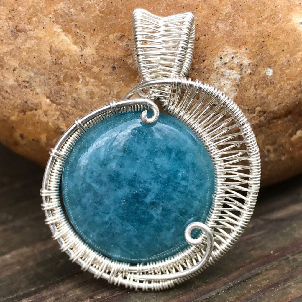 round-aquamarine-gemstone-wire-wrap-necklace-front2
